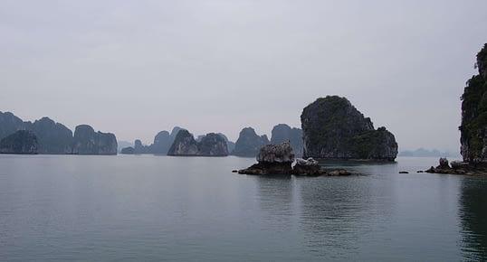 Photo Karst Topography sailing through Halong Bay