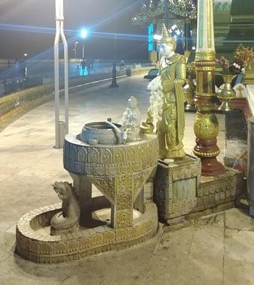 Zodiac Dragon Altar Uppatasanti Pagoda