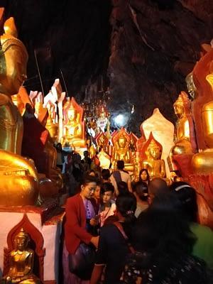 Visitors Pindaya Cave