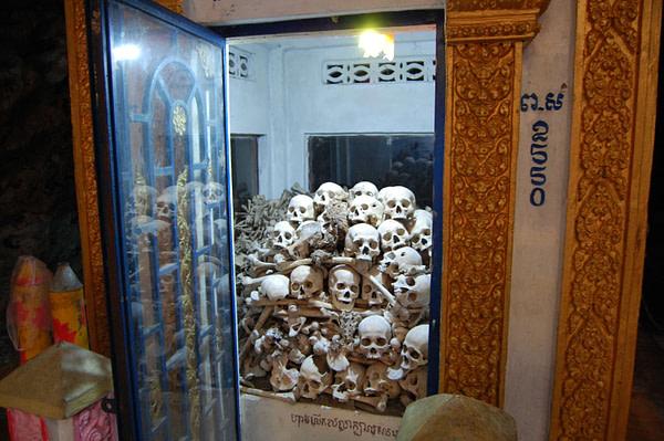 Phnom Sampeau Memorial, human skulls