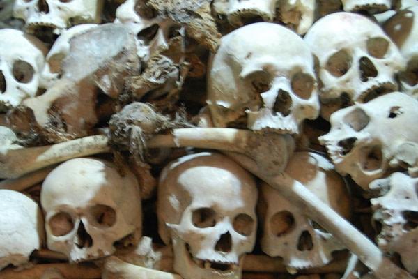 Wat Phnom Sampreau - Killing Field Skulls